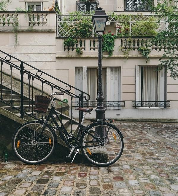 فرنسا تشرع في تطبيق البطاقة الرمادية على الدراجات الهوائية