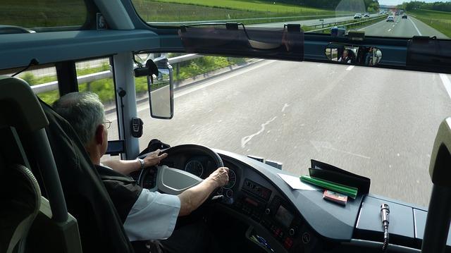 راتب وظيفة سائق حافلة او شاحنة في كندا