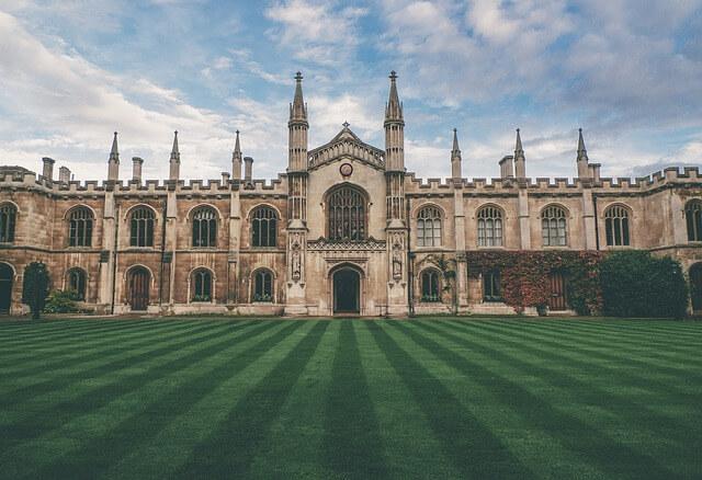 جامعة كامبريدج, موقع جامعة كامبريدج, شروط القبول في جامعة كامبريدج, كليات جامعة كامبريدج