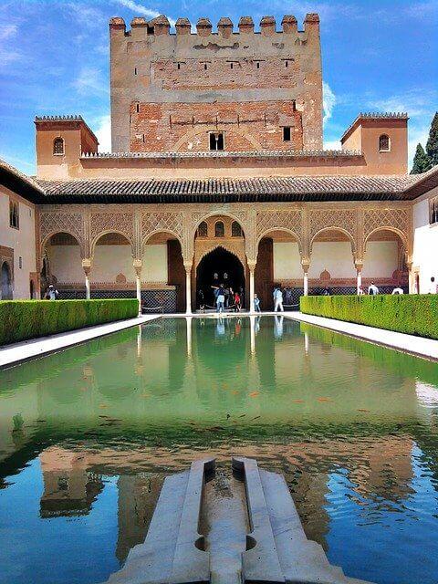 قصر الحمراء في اندلوسيا اسبانيا